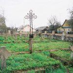4.Братская могила 76 нижних чинов 115-го пехотного Вяземского генерала Несветава полка. На могиле на кресте еще присутствует медная табличка. 2004 г.