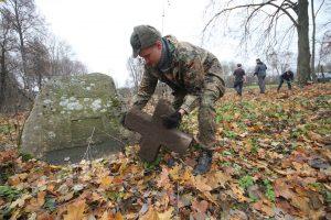 Волонтёры Западного рубежа за благоустройством немецкого захоронения Первой мировой войны в деревне Дворчаны Поставского района-4