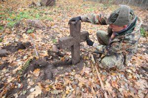 Волонтёры Западного рубежа за благоустройством немецкого захоронения Первой мировой войны в деревне Дворчаны Поставского района-5
