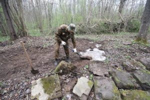 Волонтёры Западного рубежа за благоустройством смешанного захоронения Первой мировой войны у деревни Можейки Поставского района-14