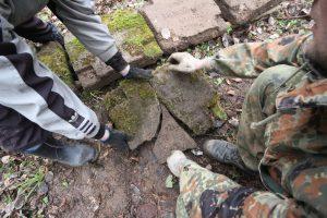 Волонтёры Западного рубежа за благоустройством смешанного захоронения Первой мировой войны у деревни Можейки Поставского района-22