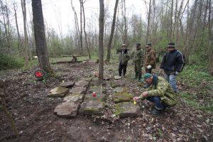 Волонтёры Западного рубежа за благоустройством смешанного захоронения Первой мировой войны у деревни Можейки Поставского района-23