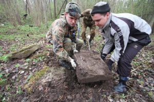 Волонтёры Западного рубежа за благоустройством смешанного захоронения Первой мировой войны у деревни Можейки Поставского района-7