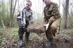 Волонтёры Западного рубежа за благоустройством смешанного захоронения Первой мировой войны у деревни Можейки Поставского района-9