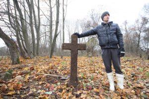 Волонтёры за благоустройством немецкого захоронения Первой мировой войны в деревне Дворчаны Поставского района-10