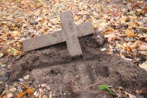 Немецкое захоронение Первой мировой войны в деревне Дворчаны Поставского района-5