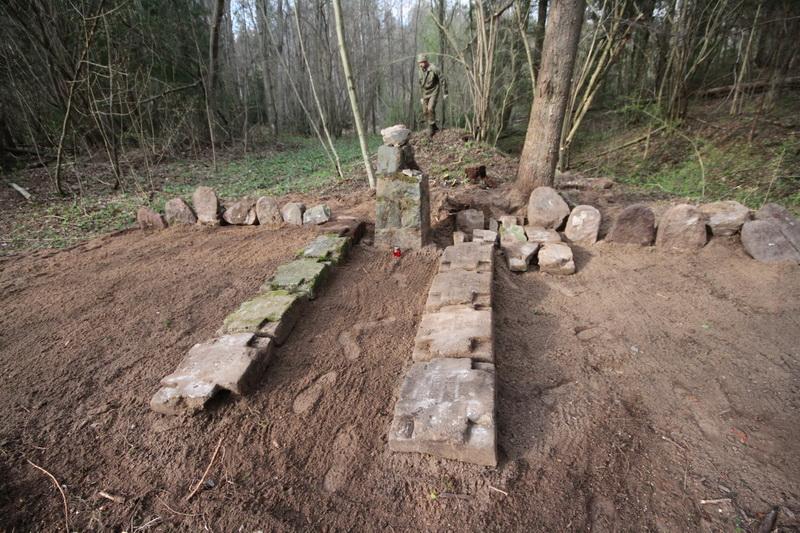 Смешанное захоронение Первой мировой войны около деревни Петровщина Поставского района-4