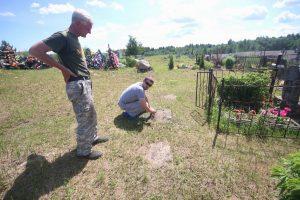 Немецкие надгробные плиты на гражданском кладбище в деревне Новосёлки Поставского района-2